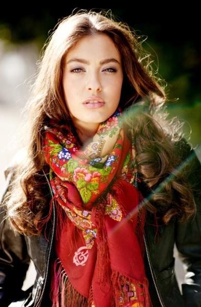 comtesse sofia red scarf